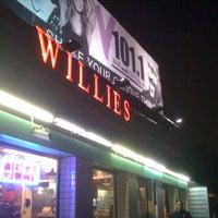 Das Foto wurde bei Willie's Burgers von Nestor N. am 1/17/2011 aufgenommen
