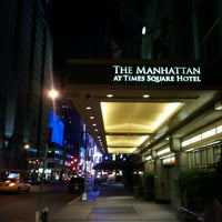 Photo prise au The Manhattan at Times Square Hotel par Jun K. le10/10/2011