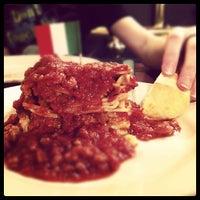 Снимок сделан в Spaghetti Warehouse пользователем Hillary F. 2/9/2012