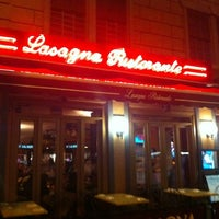 Foto tomada en Lasagna Restaurant por Melanie N. el 4/19/2012