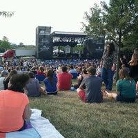 7/29/2012 tarihinde Mariel W.ziyaretçi tarafından Farm Bureau Insurance Lawn'de çekilen fotoğraf