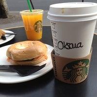 Photo prise au Starbucks Coffee par Oksana T. le4/14/2012