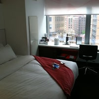 5/2/2012 tarihinde Kelcy H.ziyaretçi tarafından W New York - Downtown'de çekilen fotoğraf