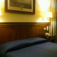 Foto diambil di Hotel Des Artistes oleh Fumio T. pada 2/21/2012