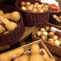 Das Foto wurde bei Gourmet Market von Chutt W. am 7/8/2012 aufgenommen