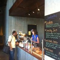 3/26/2012 tarihinde Patrick Q.ziyaretçi tarafından Condesa Coffee'de çekilen fotoğraf
