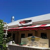 รูปภาพถ่ายที่ Cornerstone - Artisanal Pizza & Craft Beer โดย Ayla B. เมื่อ 6/14/2012