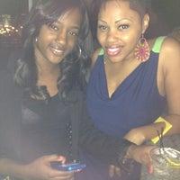 Das Foto wurde bei Indigo Bar & Lounge von Tay💇 S. am 3/17/2012 aufgenommen