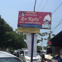 """5/3/2012 tarihinde Indra S.ziyaretçi tarafından Depot Madiun Masakan Khas """"Bu Rudy""""'de çekilen fotoğraf"""