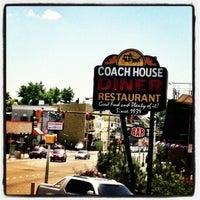 รูปภาพถ่ายที่ Coach House โดย Adolfo R. เมื่อ 6/5/2012