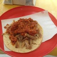 Das Foto wurde bei Tacos sarita von DanGraHue_Pit am 9/26/2013 aufgenommen