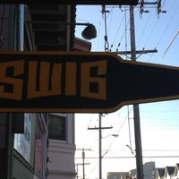 Foto diambil di Chomp N' Swig oleh Trevor B. pada 10/21/2012