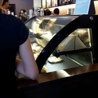Foto scattata a Starbucks da Syamim il 5/3/2013