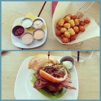 Photo prise au Stax Burger Bistro par Cristopher le11/2/2012