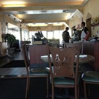 Foto scattata a Greek Gourmet da Charles W. il 12/10/2012