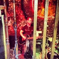 Foto tirada no(a) 12 Bar Club por Bjørn Aril V. em 10/28/2012