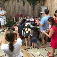 Foto scattata a Beer Can House da Jonathan S. il 8/25/2018