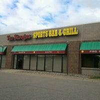 Foto diambil di Two Stooges Sports Bar & Grill oleh Jason B. pada 9/22/2012
