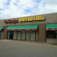 Foto diambil di Two Stooges Sports Bar & Grill oleh Jason B. pada 10/9/2012