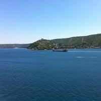 Das Foto wurde bei Güzel Yer Balık Lokantası von Emrah S. am 5/26/2013 aufgenommen