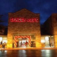 รูปภาพถ่ายที่ Trader Joe's โดย Taryn เมื่อ 9/21/2013