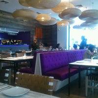Снимок сделан в Senz Nikkei Restaurant пользователем Gabriela M. 11/30/2012