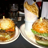 Снимок сделан в LT Bar & Grill пользователем Ilan E. 5/28/2013