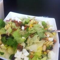 Photo prise au Salad & Pasta par Claudia B. le10/19/2012