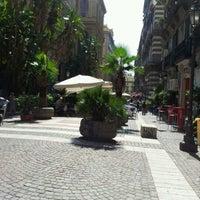 Photo prise au Piazza Vincenzo Bellini par Carmen C. le9/18/2012