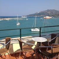Das Foto wurde bei Strada Marina Hotel von sotiris am 8/14/2013 aufgenommen