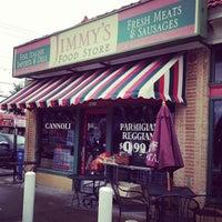 Foto tomada en Jimmy's Food Store por Scott H. el 2/20/2013