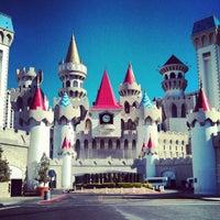 Foto scattata a Excalibur Hotel & Casino da Sarah K. il 2/15/2013