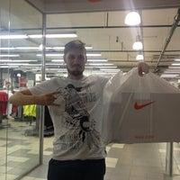 c8c67581 ... Снимок сделан в Nike Дисконт Центр пользователем Den L. 7/16/2013 ...