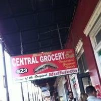 Foto tomada en Central Grocery Co. por Chris K. el 11/24/2012