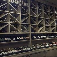 Das Foto wurde bei Los Olivos Wine Merchant Cafe von Derek B. am 11/26/2012 aufgenommen