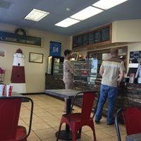 Foto scattata a Long Island Mike's Pizza da Josh C. il 7/12/2016