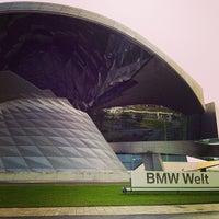 Foto tirada no(a) BMW Welt por Mario M. em 6/29/2013