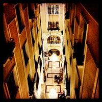 Das Foto wurde bei Legacy Ottoman Hotel von Emrah Yıldırım am 2/23/2013 aufgenommen