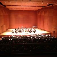 Das Foto wurde bei Alice Tully Hall at Lincoln Center von MariaJulia am 2/3/2013 aufgenommen
