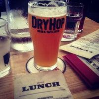 Foto tomada en DryHop Brewers por rex c. el 6/23/2013