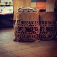 Das Foto wurde bei Starbucks von Tuba A. am 3/1/2013 aufgenommen
