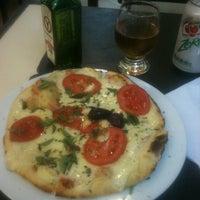 Foto tirada no(a) Casella Pizzas & Pastas por Mario C. em 9/25/2012