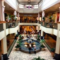 Foto tirada no(a) Perimeter Mall por Benjie M. em 2/22/2013