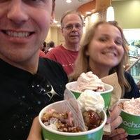 Foto tomada en Peachwave Frozen Yogurt por Sara el 7/5/2013
