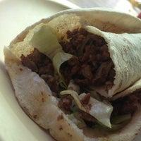 Foto tomada en Shawarma Comida Libanesa por Cherry el 1/25/2013
