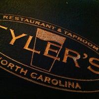 Das Foto wurde bei Tyler's Restaurant & Taproom von Johnny am 11/14/2012 aufgenommen