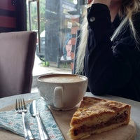 Foto scattata a Friendzone Cafe 3rd Wave Coffee & Roastery da Serkan il 2/21/2017