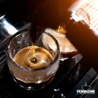 6/6/2021 tarihinde Serkanziyaretçi tarafından Friendzone Cafe 3rd Wave Coffee & Roastery'de çekilen fotoğraf