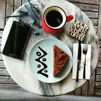 Foto scattata a Friendzone Cafe 3rd Wave Coffee & Roastery da Serkan il 8/20/2016
