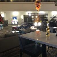 Foto scattata a Embassy Suites by Hilton da Katie il 12/16/2019